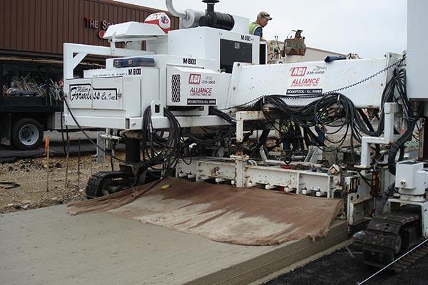 M8100 Slipform Paving Machine