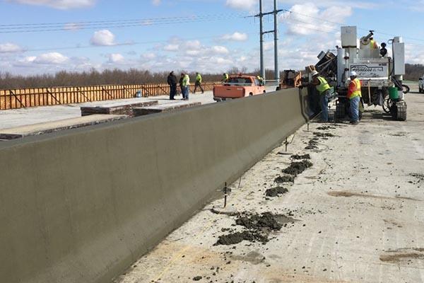M-8100 Slipform Paver Concrete Barrier Wall Paver