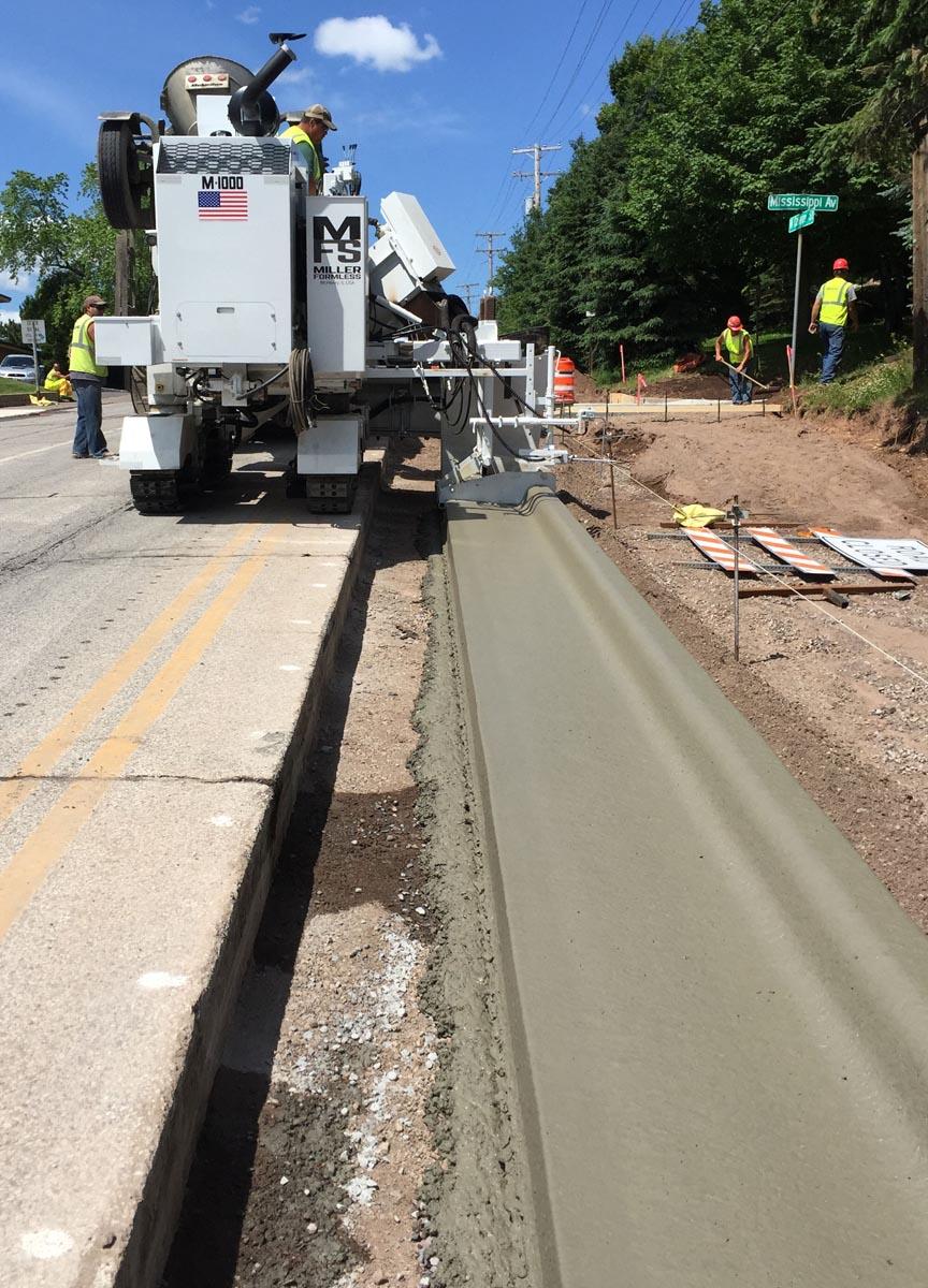 M-1000 Concrete Paver Curb Pour